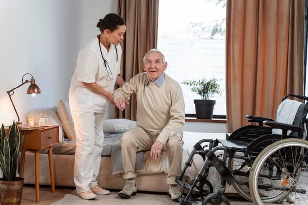 médica fazendo atendimento com práticas de medicina integrativa